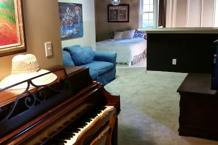 Private entrance - The Music Room - Hus