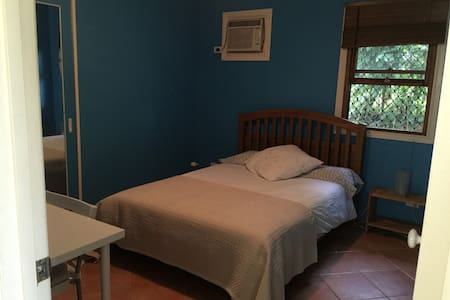 Ashgrove Double Blue Room - Ashgrove - Bed & Breakfast