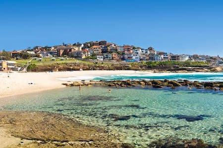 Sunny Beachside Apartment by Bronte Beach - Bronte - Apartment