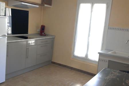 Joli T2 dans maison de village 28m2 - Apartment
