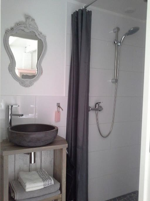 B b la chambre blanche bed breakfasts te huur in ede - Doucheruimte m ...