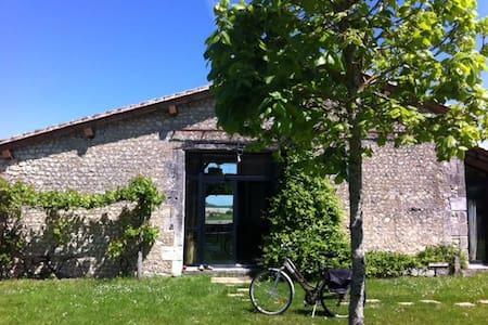 Grange restaurée sud charente - Salles-Lavalette - Dom