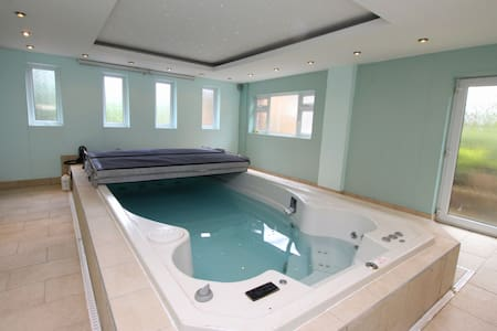 Nottingham ultimate stay with pool*