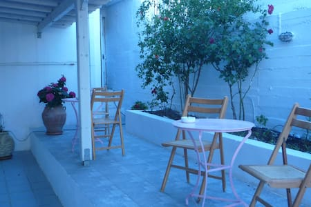 Apartment with a yard in Andros - Wohnung