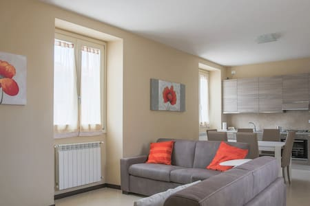 Four-room apartment in Court Elvira - Huoneisto