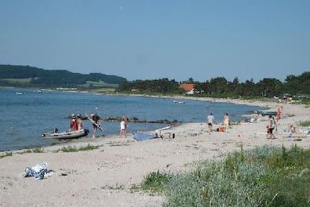 Sommerhus i Havnsø - tæt på strand - House