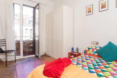 Arc de Trionf private balcony room - Barcelone - Appartement