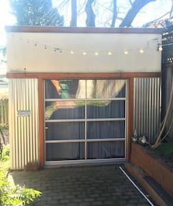 Ballard Backyard Bungalow - Seattle - Bungalow