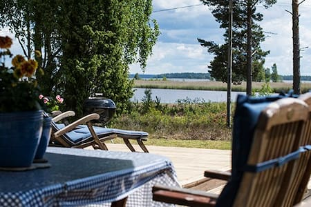 Guesthouse with beautiful lake view - Stuga