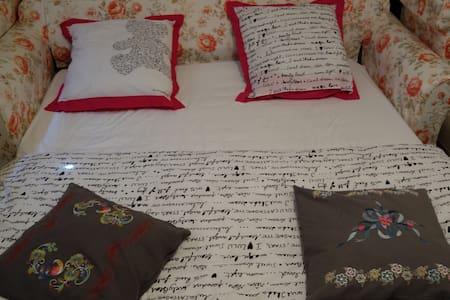 Chambre dans un environnement calme - Ház