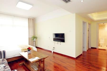 蓝天海景度假公寓F13(豪华海景家庭套房)