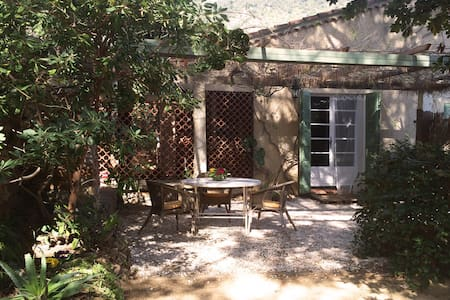 Nice apt. in house close to the sea - Le Lavandou - Appartement
