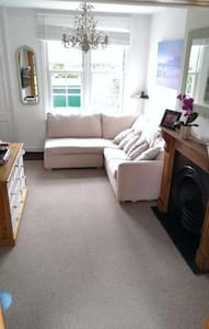 Cozy room in lovely house near the tube in London - Londres