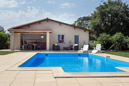 Jolie maisonnette 50m2 avec piscine - Rumah