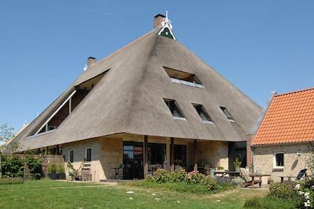 Riante woonboerderij in Gaasterland - Sondel - House