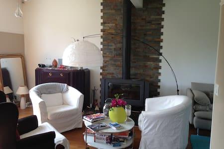 Maison de 90 m2 et jardin paysager - Hus