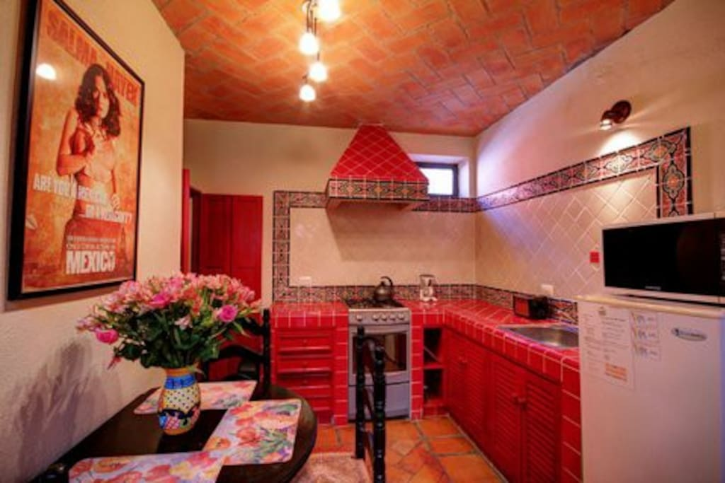 Cheerful kitchen with eating area
