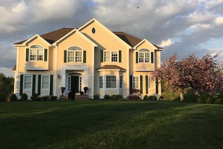 Quiet, private, beautiful home - North Andover - Hus