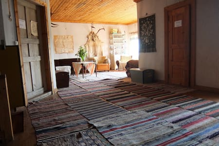 Rustic getaway in an old farm house - Talviainen
