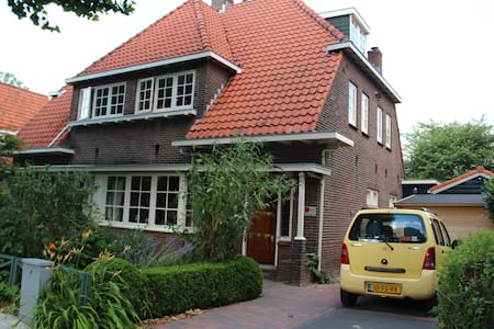 Charming bedroom close to Amsterdam and Schiphol - House
