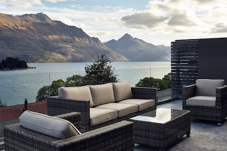 Lucky #8 Penthouse - Queenstown