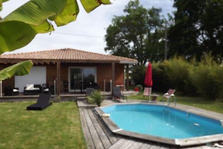 maison bois +piscine - House