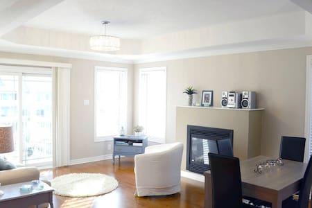 Sunny, Quiet Apt in Central Ottawa - Ottawa - Apartament