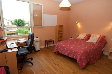 Chambre meublée (Claire) - Bourg-en-Bresse - Rumah