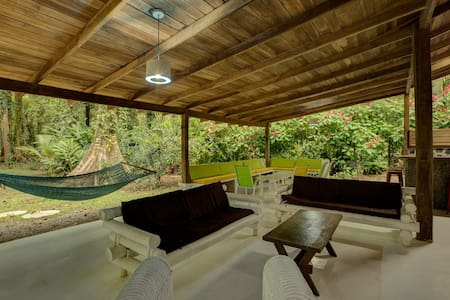 Private beachfront villa, sleeps 16 - Puerto Viejo de Talamanca - House