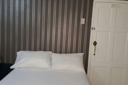 Ramela's Single, Private Rooms - Bed & Breakfast