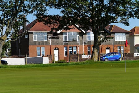 The 19th Hole, Troon - Troon