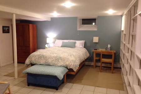 Private apt with own entry, East Side, Providence - Providence - Apartment