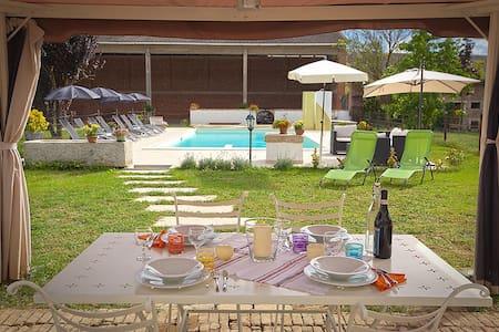 Casa in campagna con piscina - Leilighet