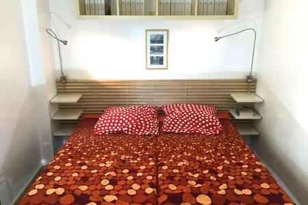 new room in the villa full foot Brusc - Huis