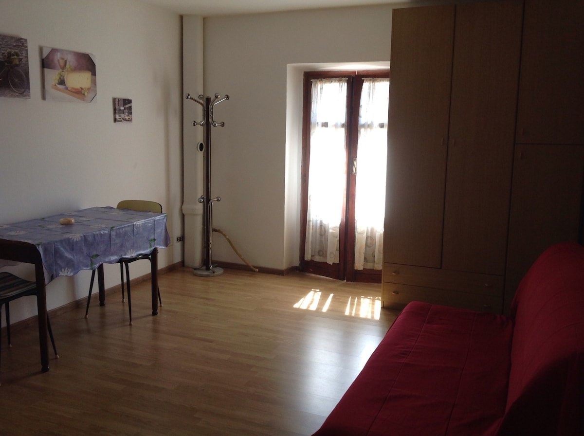Rent a house by the sea in Vercelli price