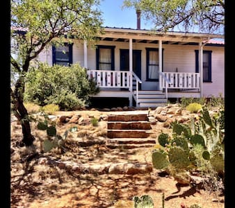 Enchanting Ranch Hill House - Bed & Breakfast
