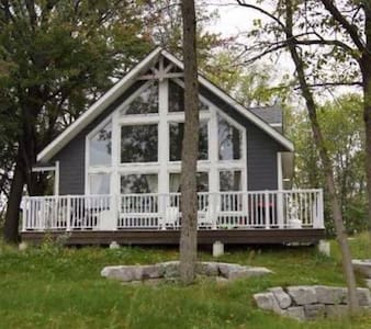 Room type: Entire home/apt Property type: Chalet Accommodates: 6 Bedrooms: 3 Bathrooms: 2