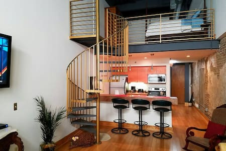 Downtown 204 on Market Square Art Alley - Knoxville - Condominium
