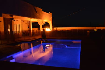 5 Bedroom, 5 Bath Luxury Pool Home w/Spa/Game Room - Lake Havasu City - Hus