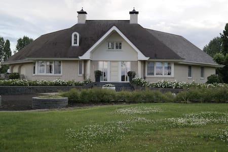 Unieke Luxe Villa, incl. visvijver - Bruchem - Villa