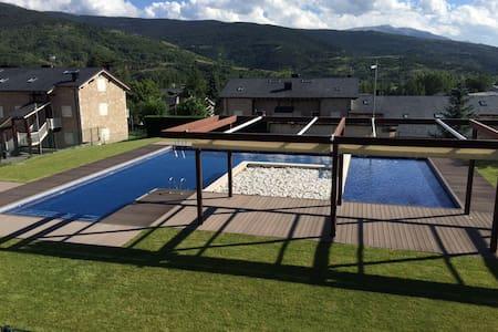 Apartamento con jardín y piscina - Osséja - Apartment