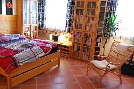 Private Etage in Reihenhaus+Garten  - Ház