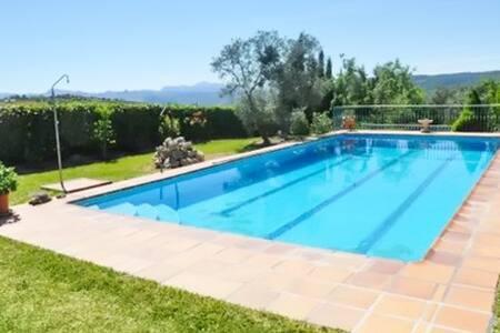 Appartement avec piscine et jardin - Appartement