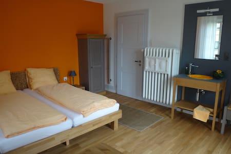 "BnB Neuhüsli - Zimmer ""Rhone""   (2 Pers) - Bed & Breakfast"