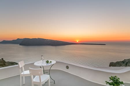 SUNSET CAVE HOUSE IN OIA - Ойя - Гестхаус