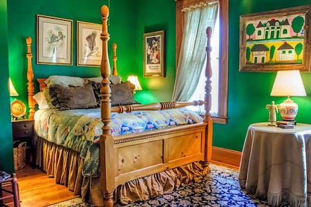 Acadia Suite at Le Village - Eunice - Bed & Breakfast