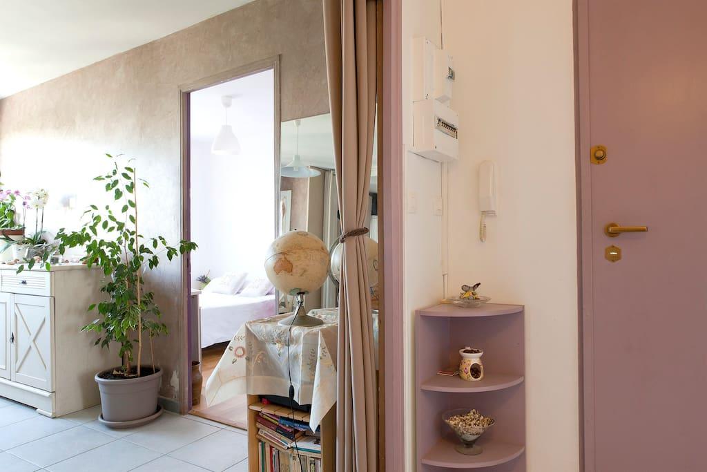 Nice purple room in Montpellier