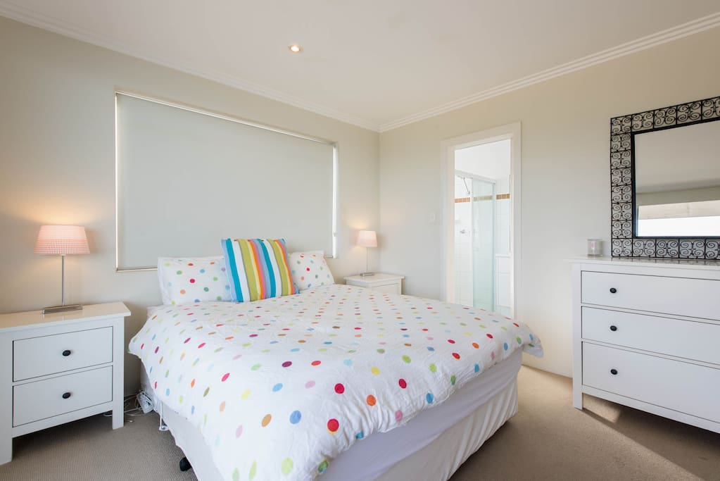 The Main Bedroom - a queen-size bed with fine linen, an electric blanket for winter and your ensuite.