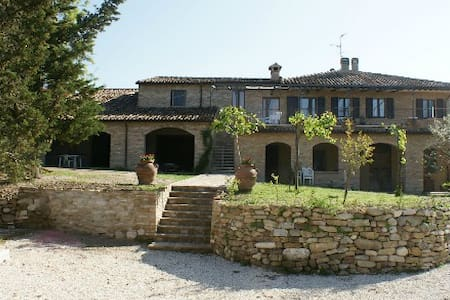 Nice apartment between green and Middle Ages - Urbino - House