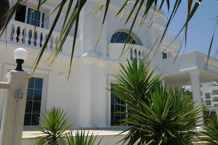 Sevilla Elegance villa - Kyrenia, Girne - 別荘